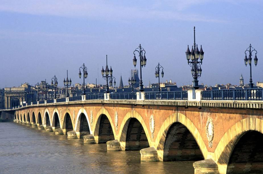 Bordeaux, a capital, é uma metrópole deliciosa e toda recauchutada. As margens do rio Garonne são agora um parque