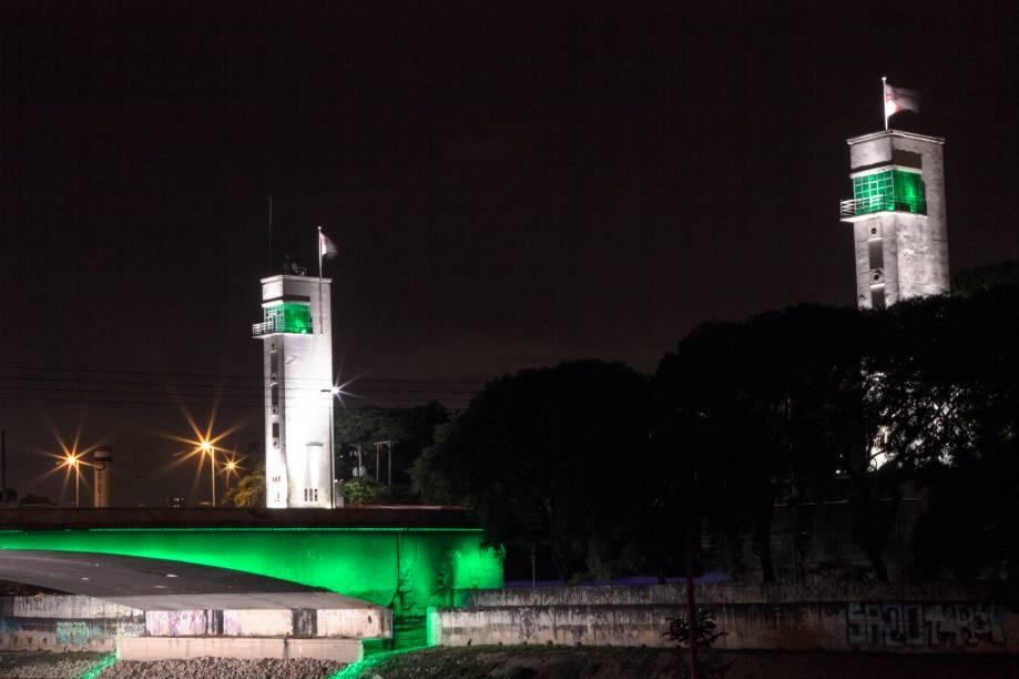 <strong>São Paulo (SP) — Ponte das Bandeiras</strong>A ponte que cruza o famoso rio Tietê foi iluminada também no ano passado