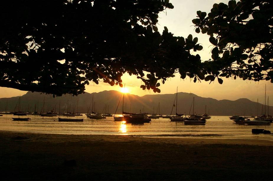 Pôr do sol na praia do Saco da Capela