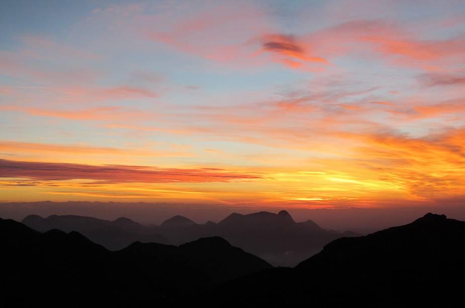 Pôr do sol no alto da Pedra do Sino, no Parque Nacional da Serra dos Órgãos, em Teresópolis (RJ); a cidade serrana do Rio também está na Rota Cervejeira