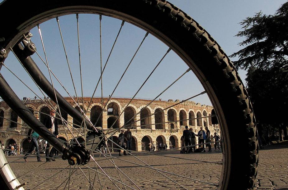 """O anfiteatro de <a href=""""http://viajeaqui.abril.com.br/cidades/italia-verona"""" rel=""""Verona"""">Verona</a> tem uma capacidade para 30 mil espectadores"""