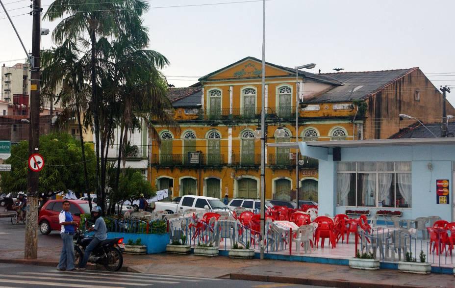 """A Praça do Pescador, um dos pontos de encontro da cidade paraense de <a href=""""http://viajeaqui.abril.com.br/cidades/br-pa-santarem"""" rel=""""Santarém"""" target=""""_blank"""">Santarém</a>"""