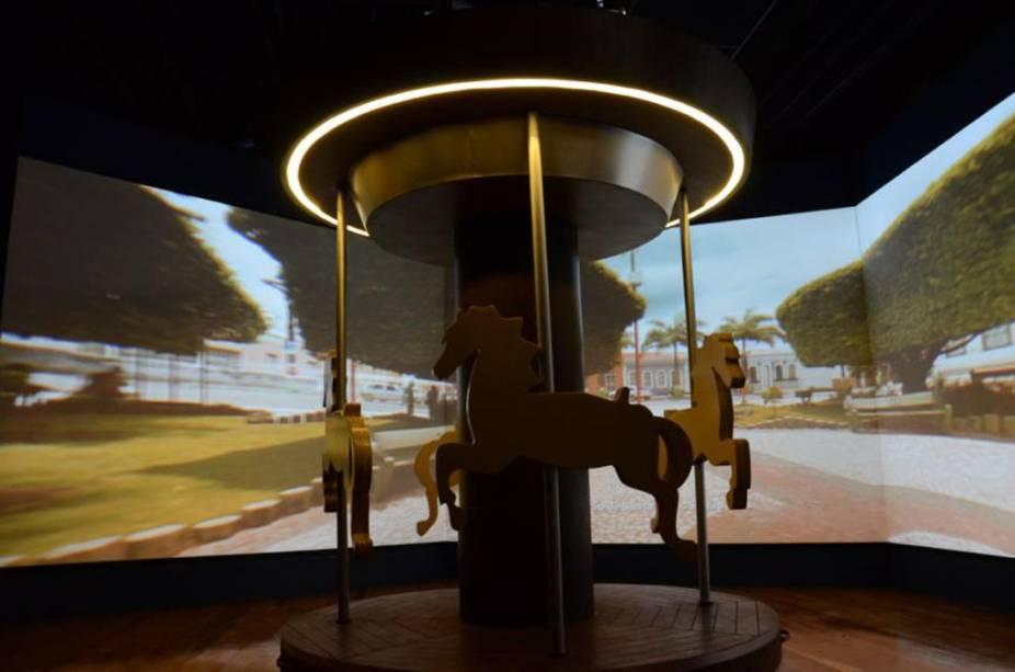 """<strong>10. <a href=""""http://viajeaqui.abril.com.br/estabelecimentos/br-se-aracaju-atracao-da-gente-sergipana"""" rel=""""Museu da Gente Sergipana"""" target=""""_self"""">Museu da Gente Sergipana</a>,<a href=""""http://viajeaqui.abril.com.br/cidades/br-se-aracaju"""" rel=""""Aracaju"""" target=""""_self"""">Aracaju</a>,<a href=""""http://viajeaqui.abril.com.br/estados/br-sergipe"""" rel=""""Sergipe"""" target=""""_self"""">Sergipe</a></strong>                    É um prato cheio para quem deseja conhecer mais sobre a cultura fascinante do Estado. A concepção artística é a mesma do<a href=""""http://viajeaqui.abril.com.br/estabelecimentos/br-sp-sao-paulo-atracao-museu-da-lingua-portuguesa"""" rel=""""Museu da Língua Portuguesa"""" target=""""_self"""">Museu da Língua Portuguesa</a>de<a href=""""http://viajeaqui.abril.com.br/cidades/br-sp-sao-paulo"""" rel=""""São Paulo"""" target=""""_self"""">São Paulo</a>. Ou seja: prepare-se para instalações superdivertidas e interativas. Entre elas: um carrossel que mostra cenas da capital e um simulador de uma feira, onde é possível negociar com um comerciante"""
