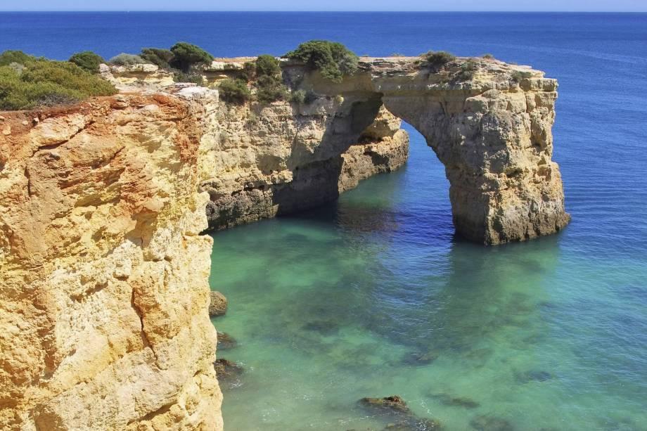 Idílica, é um verdadeiro paraíso, onde as águas do mar e as rochas formam piscinas naturais