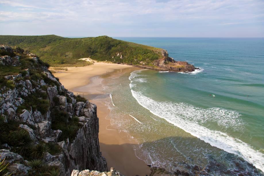 A Praia da Guarita, além de fazer parte da área de proteção do parque de mesmo nome, também se localiza entre os morros da Guarita, ao sul, e das Furnas, ao norte