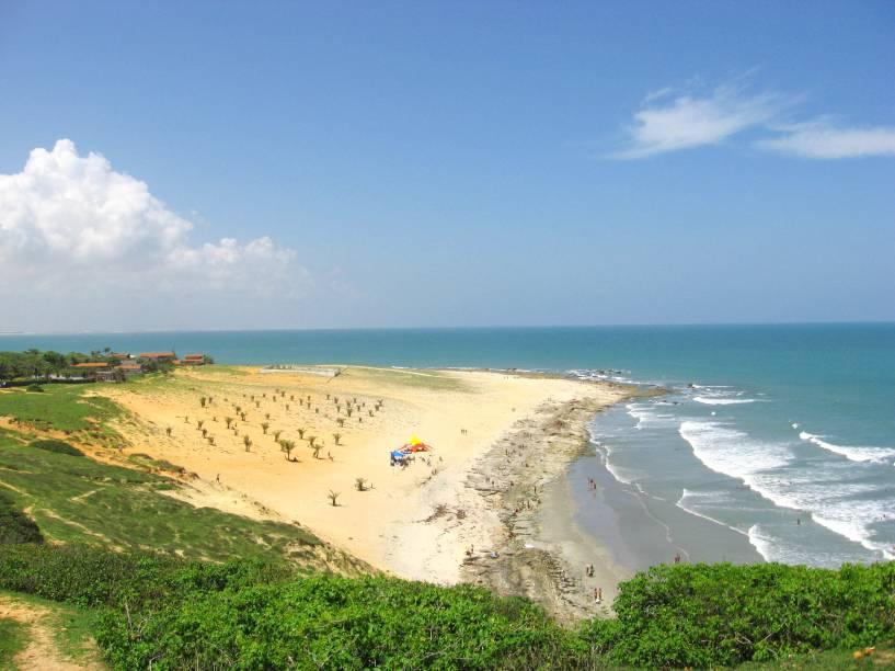 """O mar revolto pede atenção: talvez não seja uma das melhores opções para mergulho. Ainda assim, a paisagem composta por uma faixa de areia estreita é muito atraente. Um bônus: a praia é o ponto de partida para a <a href=""""http://viajeaqui.abril.com.br/estabelecimentos/br-ce-jericoacoara-atracao-pedra-furada"""" target=""""_self"""">Pedra Furada</a>, um dos melhores passeios da região"""