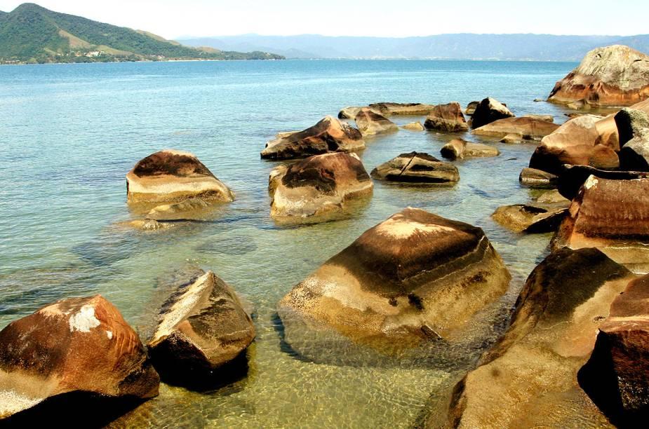 As pedras ressonantes da Praia do Sino, em Ilhabela (SP)