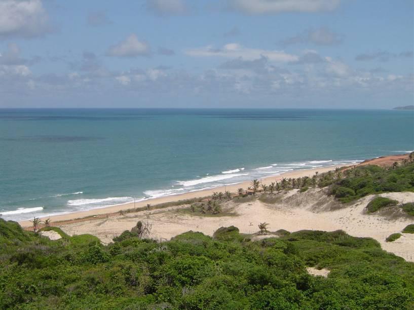 A Praia das Minas é a mais deserta de Pipa – a faixa de areia é boa para caminhadas (e onde há desova de tartarugas marinhas), mas o mar não é indicado para banhistas, por causa da correnteza e do vento forte