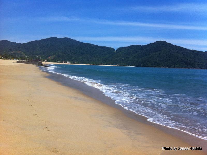Praia de Boiçucanga, em São Sebastião, com boa estrutura de serviços