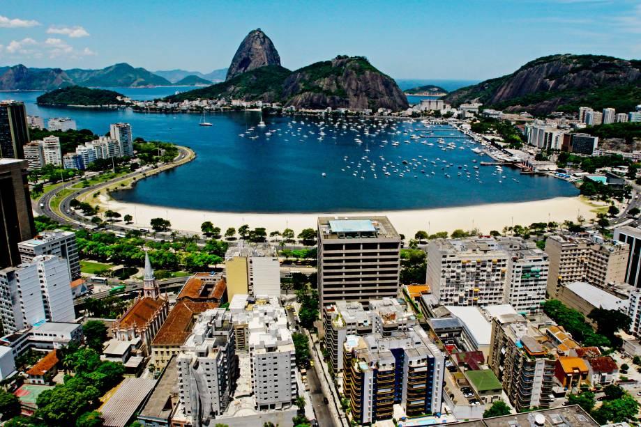Da <strong>Praia de Botafogo</strong>, a vista frontal, escandalosa, pornográfica do <strong>Pão de Açucar</strong>.