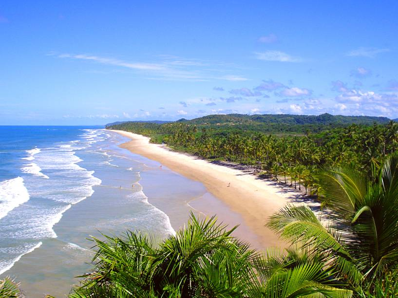 "<strong>Praia de Itacarezinho, Itacaré</strong> Ao contrário da maior parte das praias que marcam a identidade de Itacaré, a praia de Itacarezinho é longa, com 5 km de faixa de areia larga. Belos coqueiros e uma mata ativa imponente também fazem parte da paisagem.<a href=""https://www.booking.com/searchresults.pt-br.html?aid=332455&sid=605c56653290b80351df808102ac423d&sb=1&src=searchresults&src_elem=sb&error_url=https%3A%2F%2Fwww.booking.com%2Fsearchresults.pt-br.html%3Faid%3D332455%3Bsid%3D605c56653290b80351df808102ac423d%3Bcity%3D-669418%3Bclass_interval%3D1%3Bdest_id%3D249280%3Bdest_type%3Dlandmark%3Bdtdisc%3D0%3Bfrom_sf%3D1%3Bgroup_adults%3D2%3Bgroup_children%3D0%3Binac%3D0%3Bindex_postcard%3D0%3Blabel_click%3Dundef%3Bno_rooms%3D1%3Boffset%3D0%3Bpostcard%3D0%3Braw_dest_type%3Dlandmark%3Broom1%3DA%252CA%3Bsb_price_type%3Dtotal%3Bsearch_selected%3D1%3Bsrc%3Dsearchresults%3Bsrc_elem%3Dsb%3Bss%3DPrainha%252C%2520Itacar%25C3%25A9%252C%2520Bahia%252C%2520Brasil%3Bss_all%3D0%3Bss_raw%3DPrainha%3Bssb%3Dempty%3Bsshis%3D0%3Bssne_untouched%3DSanto%2520Andr%25C3%25A9%26%3B&ss=Itacar%C3%A9%2C+Bahia%2C+Brasil&ssne=Prainha&ssne_untouched=Prainha&checkin_monthday=&checkin_month=&checkin_year=&checkout_monthday=&checkout_month=&checkout_year=&group_adults=2&group_children=0&no_rooms=1&from_sf=1&ss_raw=Itacar%C3%A9%C2%A0&ac_position=0&ac_langcode=xb&dest_id=-647482&dest_type=city&place_id_lat=-14.277676&place_id_lon=-38.995499&search_pageview_id=6f219255fdb8005c&search_selected=true&search_pageview_id=6f219255fdb8005c&ac_suggestion_list_length=5&ac_suggestion_theme_list_length=0"" target=""_blank"" rel=""noopener""><em>Busque hospedagens em Itacaré</em></a>"