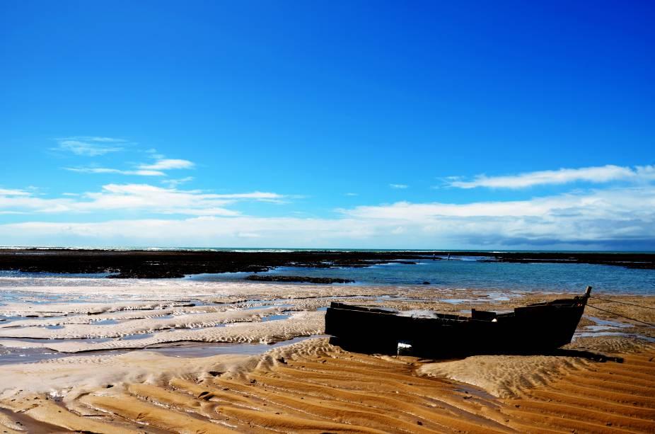 "<strong>Praia de Itapororoca, Trancoso</strong> Se você procura tranquilidade, sossego e uma boa dose de silêncio, esse é seu destino ideal. A praia é pouco movimentada e, ao longo de sua orla, não há quiosques. As boas ondas atraem surfistas.<a href=""https://www.booking.com/searchresults.pt-br.html?aid=332455&sid=605c56653290b80351df808102ac423d&sb=1&src=searchresults&src_elem=sb&error_url=https%3A%2F%2Fwww.booking.com%2Fsearchresults.pt-br.html%3Faid%3D332455%3Bsid%3D605c56653290b80351df808102ac423d%3Bcity%3D900051125%3Bclass_interval%3D1%3Bdest_id%3D-635449%3Bdest_type%3Dcity%3Bdtdisc%3D0%3Bfrom_sf%3D1%3Bgroup_adults%3D2%3Bgroup_children%3D0%3Binac%3D0%3Bindex_postcard%3D0%3Blabel_click%3Dundef%3Bno_rooms%3D1%3Boffset%3D0%3Bpostcard%3D0%3Braw_dest_type%3Dcity%3Broom1%3DA%252CA%3Bsb_price_type%3Dtotal%3Bsearch_selected%3D1%3Bsrc%3Dsearchresults%3Bsrc_elem%3Dsb%3Bss%3DCara%25C3%25ADva%252C%2520Bahia%252C%2520Brasil%3Bss_all%3D0%3Bss_raw%3DCaraiva%3Bssb%3Dempty%3Bsshis%3D0%3Bssne_untouched%3DCorumbau%26%3B&ss=Trancoso%2C+Bahia%2C+Brasil&ssne=Cara%C3%ADva&ssne_untouched=Cara%C3%ADva&city=-635449&checkin_monthday=&checkin_month=&checkin_year=&checkout_monthday=&checkout_month=&checkout_year=&group_adults=2&group_children=0&no_rooms=1&from_sf=1&ss_raw=Trancoso%C2%A0&ac_position=0&ac_langcode=xb&dest_id=-676554&dest_type=city&place_id_lat=-16.592255&place_id_lon=-39.103043&search_pageview_id=c84b91d20cfa0346&search_selected=true&search_pageview_id=c84b91d20cfa0346&ac_suggestion_list_length=5&ac_suggestion_theme_list_length=0"" target=""_blank"" rel=""noopener""><em>Busque hospedagens em Trancoso</em></a>"