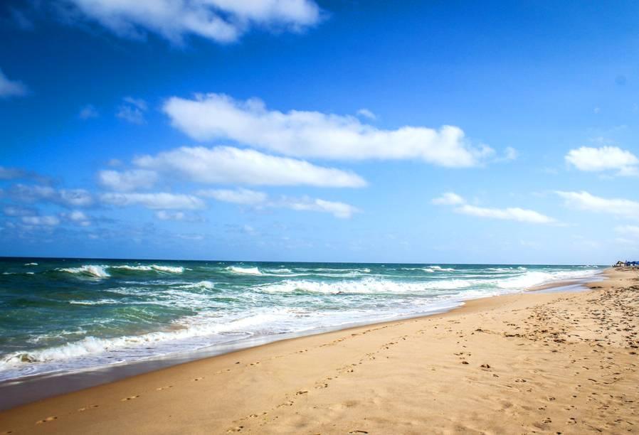 "<strong>Praia de Stella Maris, Salvador</strong> Considerada uma das praias mais famosas da capital baiana, a Stella Maris tem boa infra-estrutura e é cercada por resorts e belas casas de veraneio ao longo de sua orla. O lugar tem um mar intenso, de ondas fortes.<a href=""https://www.booking.com/searchresults.pt-br.html?aid=332455&sid=605c56653290b80351df808102ac423d&sb=1&src=searchresults&src_elem=sb&error_url=https%3A%2F%2Fwww.booking.com%2Fsearchresults.pt-br.html%3Faid%3D332455%3Bsid%3D605c56653290b80351df808102ac423d%3Bclass_interval%3D1%3Bdest_id%3D-647482%3Bdest_type%3Dcity%3Bdtdisc%3D0%3Bfrom_sf%3D1%3Bgroup_adults%3D2%3Bgroup_children%3D0%3Binac%3D0%3Bindex_postcard%3D0%3Blabel_click%3Dundef%3Bno_rooms%3D1%3Boffset%3D0%3Bpostcard%3D0%3Braw_dest_type%3Dcity%3Broom1%3DA%252CA%3Bsb_price_type%3Dtotal%3Bsearch_selected%3D1%3Bsrc%3Dsearchresults%3Bsrc_elem%3Dsb%3Bss%3DItacar%25C3%25A9%252C%2520Bahia%252C%2520Brasil%3Bss_all%3D0%3Bss_raw%3DItacar%25C3%25A9%3Bssb%3Dempty%3Bsshis%3D0%3Bssne_untouched%3DPraia%2520de%2520Jeribuacu%26%3B&ss=Salvador%2C+Bahia%2C+Brasil&ssne=Itacar%C3%A9&ssne_untouched=Itacar%C3%A9&city=-647482&checkin_monthday=&checkin_month=&checkin_year=&checkout_monthday=&checkout_month=&checkout_year=&group_adults=2&group_children=0&no_rooms=1&from_sf=1&ss_raw=Salvador&ac_position=0&ac_langcode=xb&dest_id=-667833&dest_type=city&iata=SSA&place_id_lat=-12.974986&place_id_lon=-38.51209&search_pageview_id=f16892a4d25f0341&search_selected=true&search_pageview_id=f16892a4d25f0341&ac_suggestion_list_length=5&ac_suggestion_theme_list_length=0"" target=""_blank"" rel=""noopener""><em>Busque hospedagens em Salvador</em></a>"