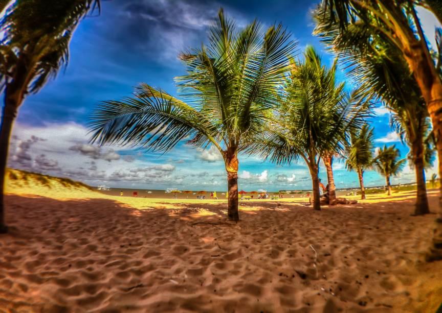 """A paraibana <strong><a href=""""http://viajeaqui.abril.com.br/cidades/br-pb-joao-pessoa"""" rel=""""João Pessoa"""" target=""""_self"""">João Pessoa</a></strong> é simpática, cheia de atrações históricas, boas compras e praias bacanas. A mais famosa delas é a <strong><a href=""""http://viajeaqui.abril.com.br/estabelecimentos/br-pb-joao-pessoa-atracao-praia-tambau"""" rel=""""Tambaú"""" target=""""_self"""">Tambaú</a></strong>, de águas calmas e mornas e uma feirinha de artesanato na ponta esquerda"""
