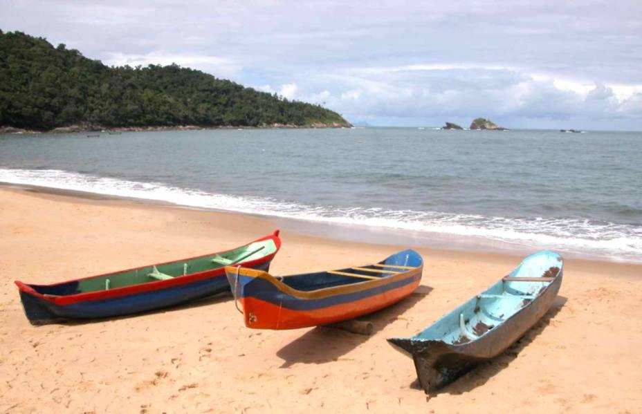 Praia de Toque-Toque Pequeno, em São Sebastião, de mar calmo