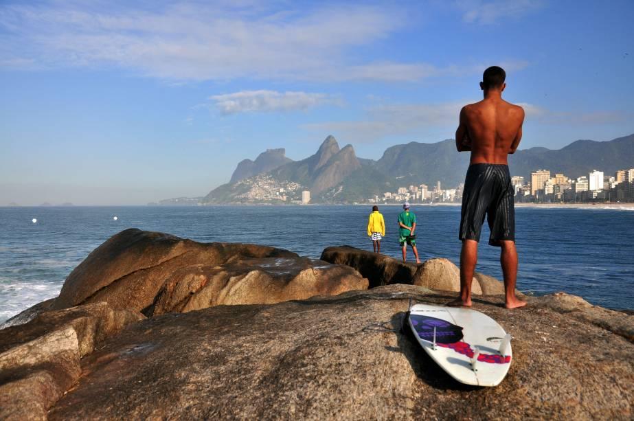 Extensão da Praia de Ipanema, a Praia do Arpoador ganhou fama como palco para ver o pôr do sol
