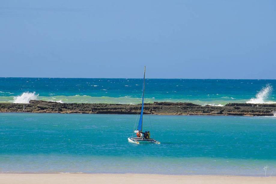 Recifes formam piscinas naturais na Praia do Francês