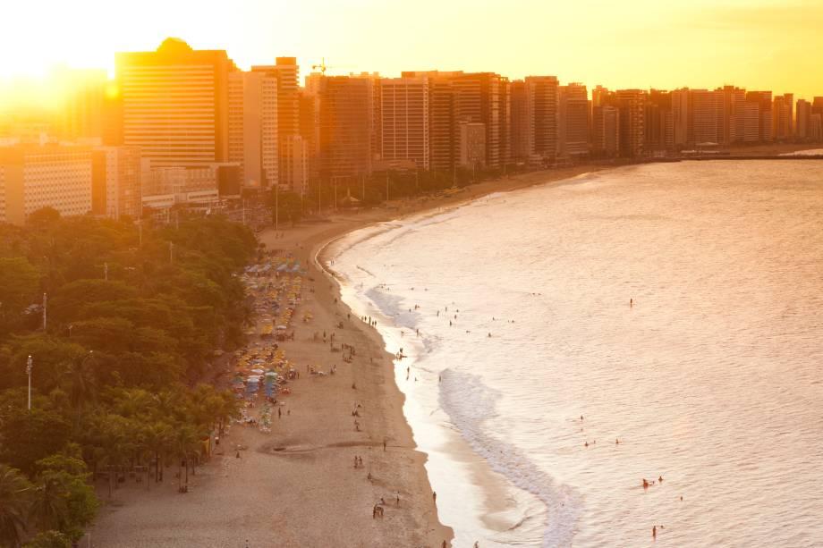"""<strong><a href=""""http://viajeaqui.abril.com.br/estabelecimentos/br-ce-fortaleza-atracao-praia-do-futuro"""" target=""""_blank"""">Praia do Futuro</a> – <a href=""""http://viajeaqui.abril.com.br/cidades/br-ce-fortaleza"""" target=""""_blank"""">Fortaleza (CE)</a></strong>"""