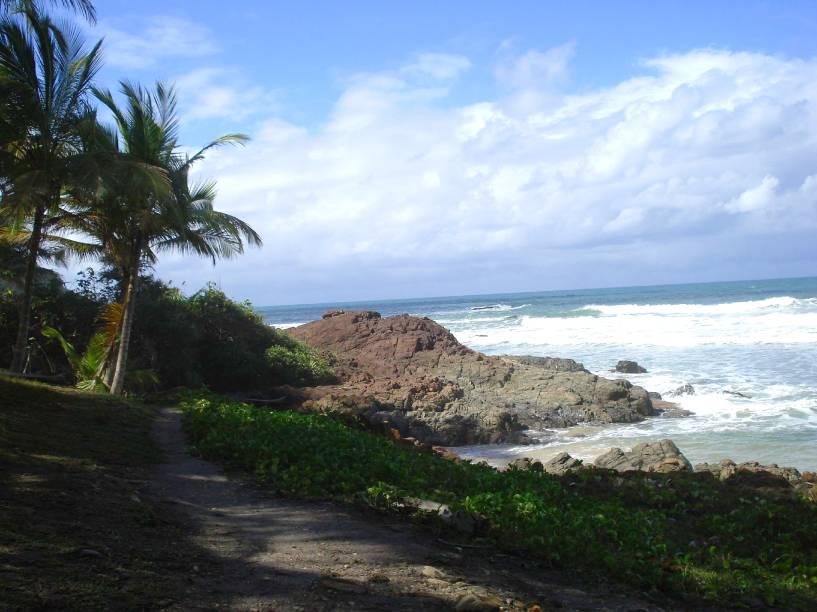 """<strong>Praia do Havaizinho, Itacaré</strong> Ao visitar a praia, é preciso ter em mente que ela não é a opção mais ideal para banho: aqui, há muita correnteza, pedras e buracos. Apesar disso, o cenário é um ponto forte que vale a visita, com orla pequena e cercada por costões. É sentar na areia e curtir o momento.<a href=""""https://www.booking.com/searchresults.pt-br.html?aid=332455&sid=605c56653290b80351df808102ac423d&sb=1&src=index&src_elem=sb&error_url=https%3A%2F%2Fwww.booking.com%2Findex.pt-br.html%3Faid%3D332455%3Bsid%3D605c56653290b80351df808102ac423d%3Bsb_price_type%3Dtotal%26%3B&ss=Itacar%C3%A9%2C+Bahia%2C+Brasil&checkin_monthday=&checkin_month=&checkin_year=&checkout_monthday=&checkout_month=&checkout_year=&no_rooms=1&group_adults=2&group_children=0&b_h4u_keep_filters=&from_sf=1&ss_raw=Itacar%C3%A9&ac_position=0&ac_langcode=xb&dest_id=-647482&dest_type=city&place_id_lat=-14.277676&place_id_lon=-38.995499&search_pageview_id=a3bf9276aa370217&search_selected=true&search_pageview_id=a3bf9276aa370217&ac_suggestion_list_length=5&ac_suggestion_theme_list_length=0"""" target=""""_blank"""" rel=""""noopener""""><em>Busque hospedagens em Itacaré</em></a>"""