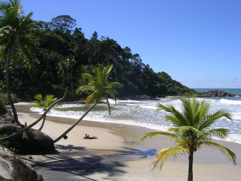 """<strong>Praia Engenhoca, Itacaré</strong> Um guia conduz por uma trilha fácil, de aproximadamente 20 minutos, até uma paisagem cercada pela vegetação densa da Mata Atlântica. O mar de ondas fortes é um atrativo para os banhistas. No canto direito da praia, o Rio Burundanga deságua e deixa uma pequena faixa de areia durante a maré baixa.<a href=""""https://www.booking.com/searchresults.pt-br.html?aid=332455&sid=605c56653290b80351df808102ac423d&sb=1&src=searchresults&src_elem=sb&error_url=https%3A%2F%2Fwww.booking.com%2Fsearchresults.pt-br.html%3Faid%3D332455%3Bsid%3D605c56653290b80351df808102ac423d%3Bcity%3D-647482%3Bclass_interval%3D1%3Bdest_id%3D256135%3Bdest_type%3Dlandmark%3Bdtdisc%3D0%3Bfrom_sf%3D1%3Bgroup_adults%3D2%3Bgroup_children%3D0%3Binac%3D0%3Bindex_postcard%3D0%3Blabel_click%3Dundef%3Bno_rooms%3D1%3Boffset%3D0%3Bpostcard%3D0%3Braw_dest_type%3Dlandmark%3Broom1%3DA%252CA%3Bsb_price_type%3Dtotal%3Bsearch_selected%3D1%3Bsrc%3Dsearchresults%3Bsrc_elem%3Dsb%3Bss%3DPraia%2520de%2520Jeribuca%25C3%25A7u%252C%2520Itacar%25C3%25A9%252C%2520Bahia%252C%2520Brasil%3Bss_all%3D0%3Bss_raw%3DJeribuca%25C3%25A7u%3Bssb%3Dempty%3Bsshis%3D0%3Bssne_untouched%3DItacar%25C3%25A9%26%3B&ss=Itacar%C3%A9%2C+Bahia%2C+Brasil&ssne=Praia+de+Jeribuacu&ssne_untouched=Praia+de+Jeribuacu&checkin_monthday=&checkin_month=&checkin_year=&checkout_monthday=&checkout_month=&checkout_year=&group_adults=2&group_children=0&no_rooms=1&from_sf=1&ss_raw=Itacar%C3%A9&ac_position=0&ac_langcode=xb&dest_id=-647482&dest_type=city&place_id_lat=-14.277676&place_id_lon=-38.995499&search_pageview_id=90f9929482ef01c2&search_selected=true&search_pageview_id=90f9929482ef01c2&ac_suggestion_list_length=5&ac_suggestion_theme_list_length=0"""" target=""""_blank"""" rel=""""noopener""""><em>Busque hospedagens em Itacaré</em></a>"""
