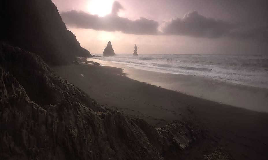 """A beleza das praias vulcânicas na <a href=""""http://viajeaqui.abril.com.br/paises/finlandia"""" rel=""""Finlândia"""" target=""""_self"""">Finlândia</a>"""