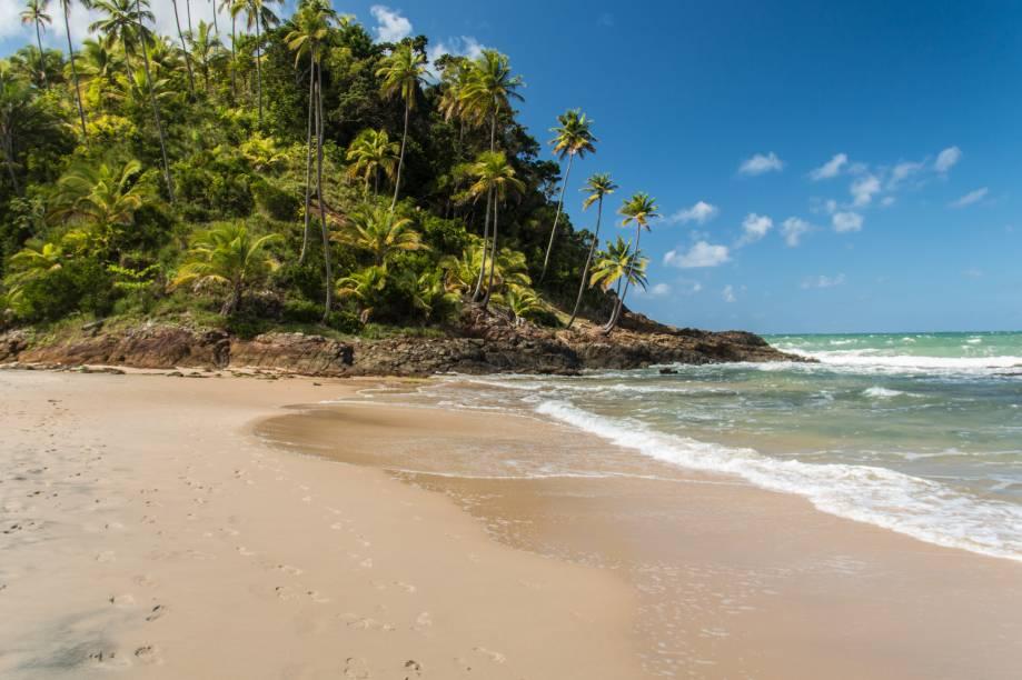 "<strong>Prainha, Itacaré</strong> Prepare-se para um cenário encantador e inesquecível: com uma longa faixa de areia plana, ideal para caminhadas e banhos de sol, a praia oferece um vislumbre dos belos morros cobertos pela Mata Atlântica.<a href=""https://www.booking.com/searchresults.pt-br.html?aid=332455&sid=605c56653290b80351df808102ac423d&sb=1&src=searchresults&src_elem=sb&error_url=https%3A%2F%2Fwww.booking.com%2Fsearchresults.pt-br.html%3Faid%3D332455%3Bsid%3D605c56653290b80351df808102ac423d%3Bcity%3D-676554%3Bclass_interval%3D1%3Bdest_id%3D-669418%3Bdest_type%3Dcity%3Bdtdisc%3D0%3Bfrom_sf%3D1%3Bgroup_adults%3D2%3Bgroup_children%3D0%3Binac%3D0%3Bindex_postcard%3D0%3Blabel_click%3Dundef%3Bno_rooms%3D1%3Boffset%3D0%3Bpostcard%3D0%3Braw_dest_type%3Dcity%3Broom1%3DA%252CA%3Bsb_price_type%3Dtotal%3Bsearch_selected%3D1%3Bsrc%3Dsearchresults%3Bsrc_elem%3Dsb%3Bss%3DSanto%2520Andr%25C3%25A9%252C%2520Bahia%252C%2520Brasil%3Bss_all%3D0%3Bss_raw%3DSanto%2520Andr%25C3%25A9%3Bssb%3Dempty%3Bsshis%3D0%3Bssne_untouched%3DTrancoso%26%3B&ss=Prainha%2C+Itacar%C3%A9%2C+Bahia%2C+Brasil&ssne=Santo+Andr%C3%A9&ssne_untouched=Santo+Andr%C3%A9&city=-669418&checkin_monthday=&checkin_month=&checkin_year=&checkout_monthday=&checkout_month=&checkout_year=&group_adults=2&group_children=0&no_rooms=1&from_sf=1&ss_raw=Prainha%C2%A0&ac_position=2&ac_langcode=xb&dest_id=249280&dest_type=landmark&place_id_lat=-14.3089288055115&place_id_lon=-38.9892768859863&search_pageview_id=6f0a923dbdbc00ad&search_selected=true&search_pageview_id=6f0a923dbdbc00ad&ac_suggestion_list_length=5&ac_suggestion_theme_list_length=0"" target=""_blank"" rel=""noopener""><em>Busque hospedagens em Prainha</em></a>"