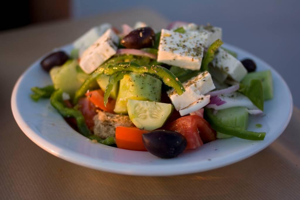 Prato de salada grega típica