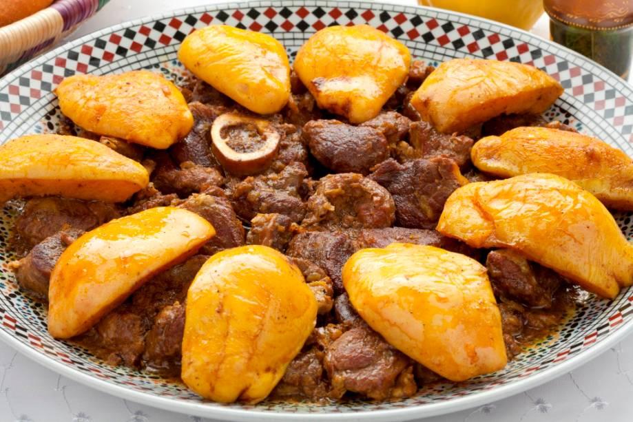 O tagine de carne com marmelo (<em>safarjal</em>), com um toque de mel e açafrão, é um dos pratos mais saborosos da típica cozinha marroquina