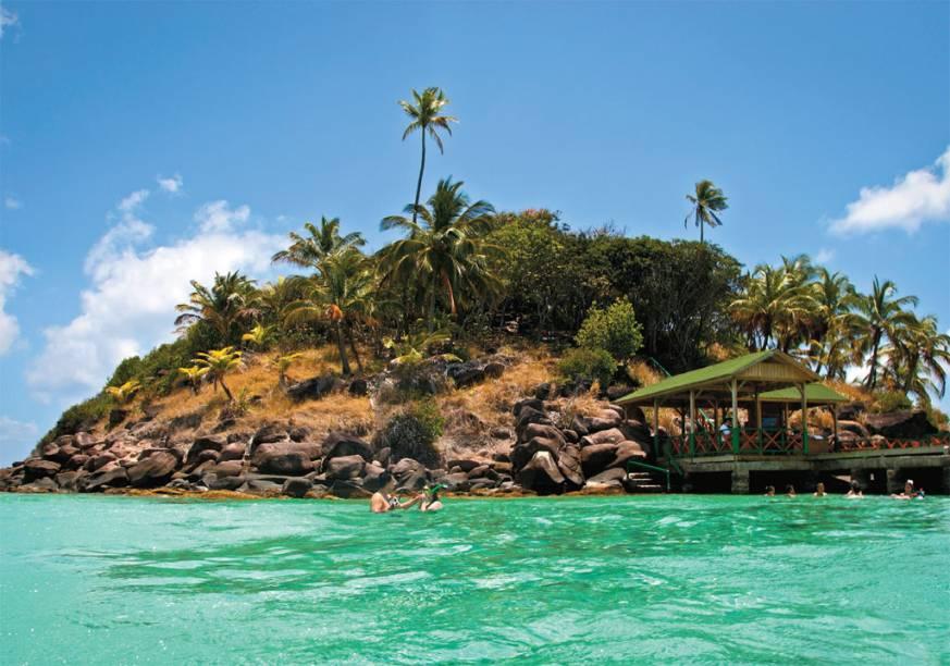 Do topo da ilhota de <strong>Cayo Cangrejo</strong>tem-se a melhor vista da barreira de corais de Providencia e do próprio cayo. No local, é possível alugar snorkel, máscara e pé de pato para apreciar os peixes, solos e plânctons do fundo do mar
