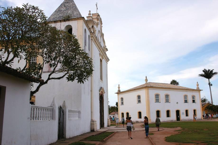 O trecho onde foi fundada a primeira vila do Brasil, no século 16, tem diversas referências ao descobrimento, como o Marco da Posse, as ruínas da primeira igreja construída em solo brasileiro e da primeira escola de jesuítas