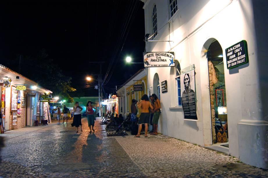 Passarela do Álcool, no centro de Porto Seguro