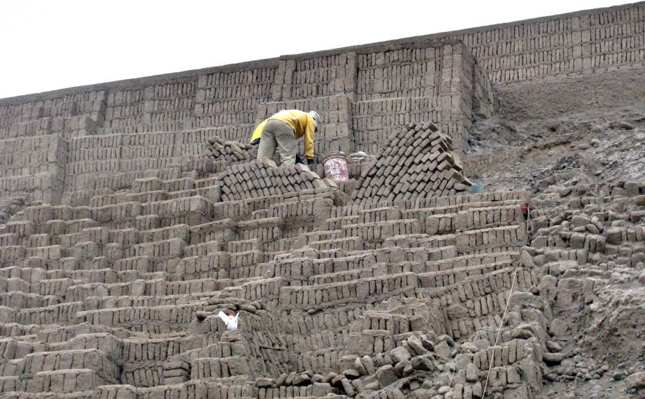 O trabalho arqueológico teve início em 1981