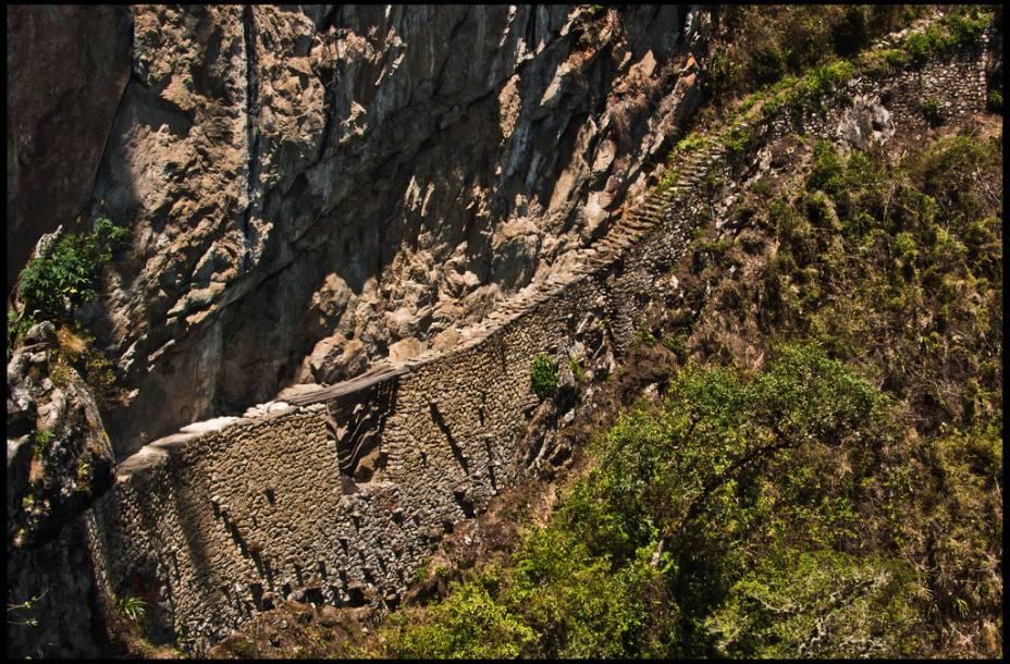 <strong>9. Ponte inca</strong>    Uma caminhada leve, de cerca de meia hora, leva a um vertiginoso ponto de acesso a Machu Picchu. É um passeio bem tranquilo, talvez o que registre o menor fluxo de turistas no local, e oferece como recompensa uma vista emocionante do desfiladeiro com o Rio Urubamba serpenteando ao fundo