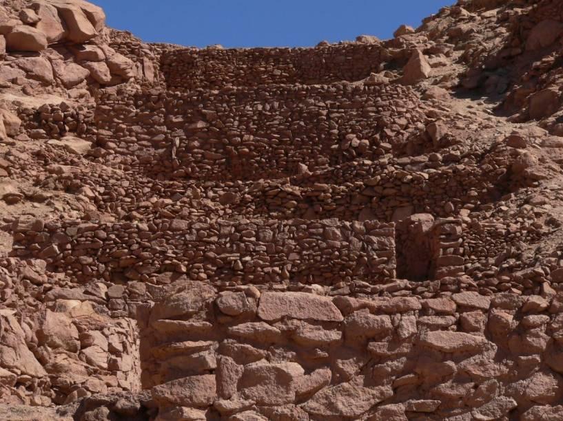 """<strong>Pukara de Quitor – <a href=""""http://viajeaqui.abril.com.br/paises/chile"""" rel=""""Chile"""" target=""""_blank"""">Chile</a></strong>    Essa fortaleza de pedra construída pelos Incas fica a 3 km de <a href=""""http://viajeaqui.abril.com.br/cidades/chile-san-pedro-de-atacama"""" rel=""""San Pedro de Atacama"""" target=""""_blank"""">San Pedro de Atacama</a>, a principal cidade do norte do Chile. Nesse local foi realizada uma batalha entre indígenas atacameños e espanhóis. É possível chegar até as ruínas de carro, à pé ou bicicleta, partindo de San Pedro"""