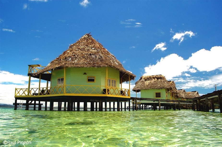 O hotel oferece excursões rápidas a ilhas indígenas, praias remotas da região, trilhas pela floresta tropical e até pescarias com locais, que é uma das atividades mais procuradas pelos turistas.