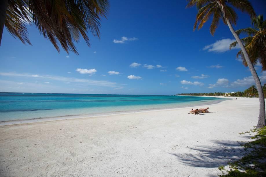 Punta Cana é tudo o que os turistas querem quando viajam para o Caribe: mar azul, areias brancas, muito sol e a sombra de palmeiras.