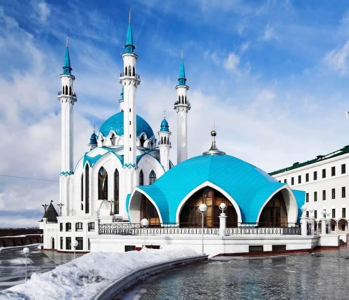 Foi a maior mesquita da Rússia na época de sua construção, no século 16, até ser destruída por Ivan O Terrível poucos anos depois. Ela teria traços arquitetônicos de volga bulgaria (estado onde hoje é a Rússia europeia), com elementos renascentistas e otomanos, mas não há como sabermos. A mesquita que vemos hoje foi construída de 1996 a 2005 em memória à anterior. O edifício da foto é um museu na verdade, mas milhares de muçulmanos visitam o local durante feriados religiosos