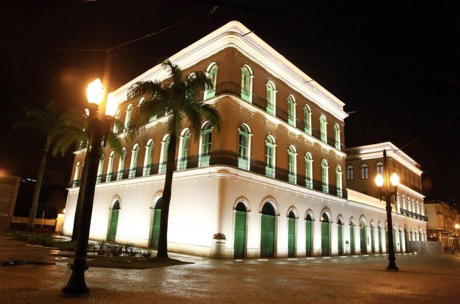O casarão neo-colonial que abriga o Museu Pelé já funcionou como sede da Prefeitura Municipal de Santos e da Câmara Municipal da cidade até 1939