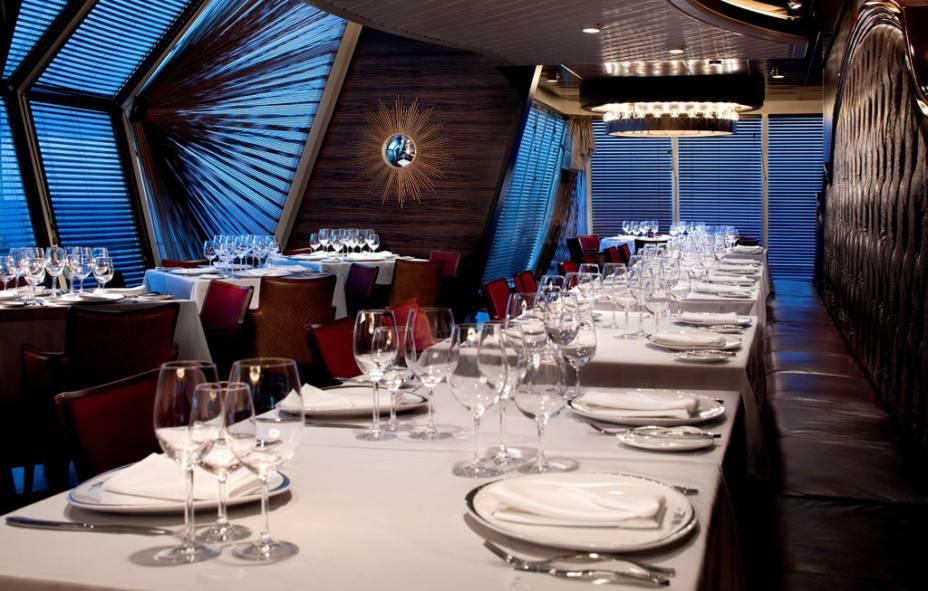 Restaurante do navio de cruzeiros Splendour of the Seas, da companhia Royal Caribbean International.