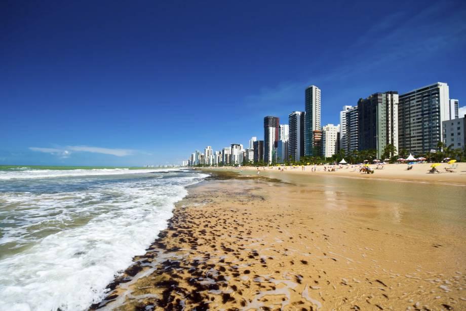 """Em <strong><a href=""""http://viajeaqui.abril.com.br/cidades/br-pe-recife"""" rel=""""Recife"""" target=""""_self"""">Recife</a></strong>, a capital pernambucana, o litoral se mistura com a cultura rica do estado. Além de praias, há uma grande variedade de atividades culturais para atrair o visitante"""