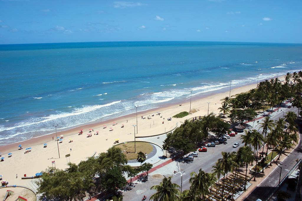 A Praia de Boa Viagem tem 9 km de calçadão com ciclovia e quiosques