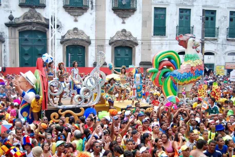 Considerado o maior bloco de Carnaval do mundo, o Galo da Madrugada agita a folia em Recife