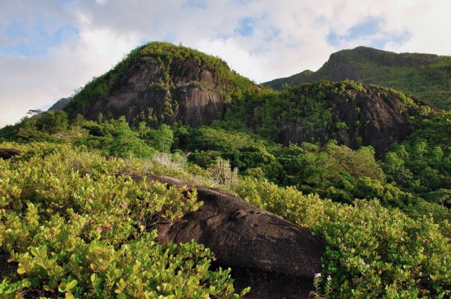 Montanhas na baía de Anse Major, Mahé, Seychelles