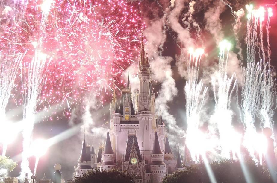 No Castelo da Cinderela, na Disney, é Réveillon todo dia