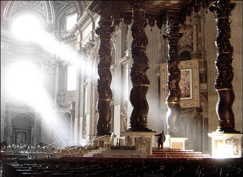 Baldaquino de Bernini, sobre o túmulo de São Pedro, no Vaticano
