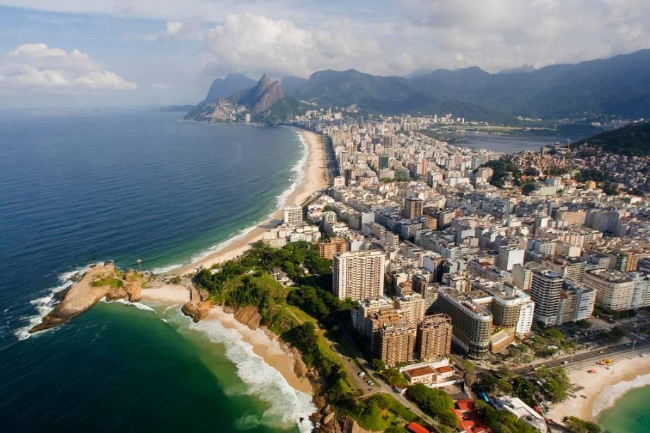 Vista aérea das praias do Diabo, Arpoador, Ipanema e Leblon no Rio de Janeiro (RJ)