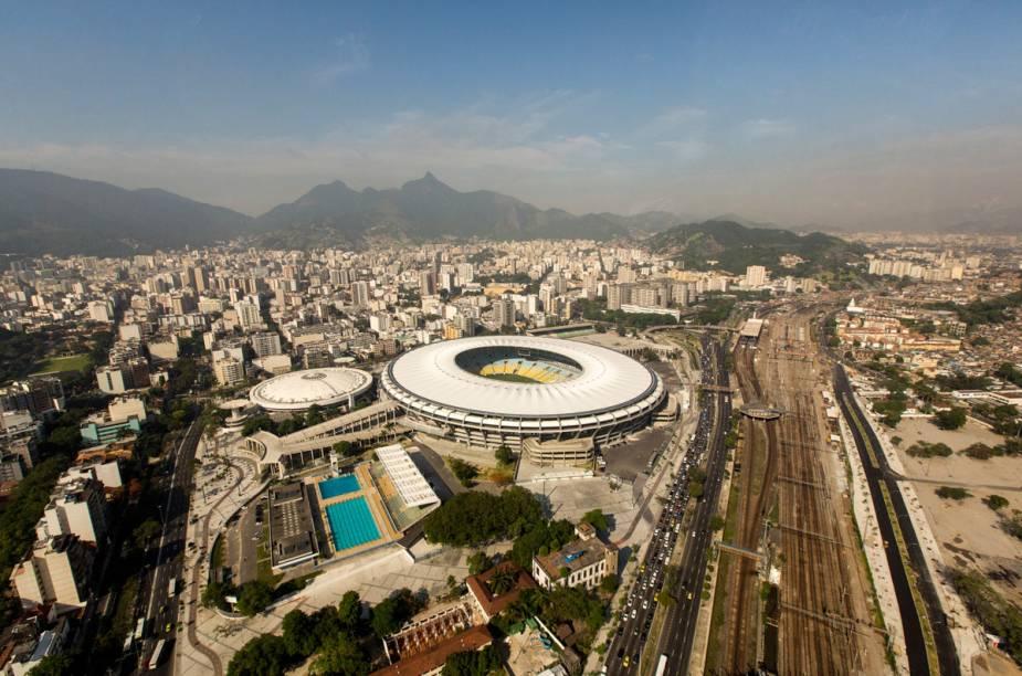 O estádio do Maracanã e o complexo, vistos de cima