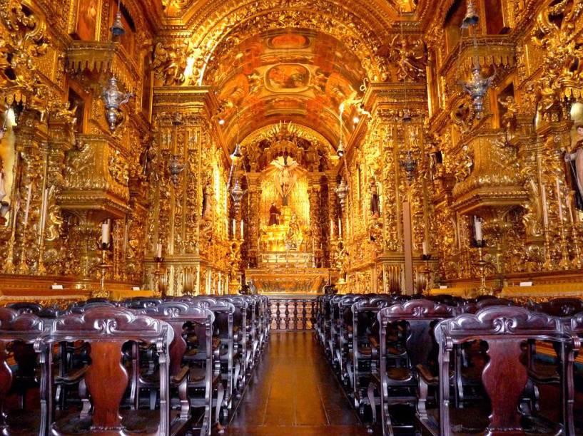 """<strong>1. <a href=""""http://viajeaqui.abril.com.br/estabelecimentos/br-rj-rio-de-janeiro-atracao-igreja-de-sao-francisco-da-penitencia"""" rel=""""IGREJA DE SÃO FRANCISCO DA PENITÊNCIA"""" target=""""_self"""">IGREJA DE SÃO FRANCISCO DA PENITÊNCIA</a></strong>            O interior desta igreja barroca é revestido em ouro e parte dos detalhes leva a assinatura de Francisco Xavier de Brito, mestre de Aleijadinho.            <em>Endereço: Rua da Carioca, s/nº. R$ 2</em>"""