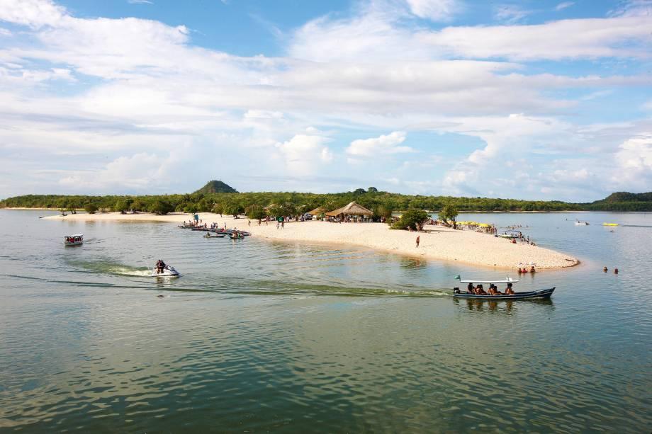"A partir de <a href=""http://viajeaqui.abril.com.br/cidades/br-pa-santarem"" rel=""Santarém"" target=""_blank"">Santarém</a>, é possível visitar a praia doce de <a href=""http://viajeaqui.abril.com.br/cidades/br-pa-alter-do-chao"" rel=""Alter do Chão"" target=""_blank"">Alter do Chão</a>, no <a href=""http://viajeaqui.abril.com.br/estados/br-para"" rel=""Pará"" target=""_blank"">Pará</a>"