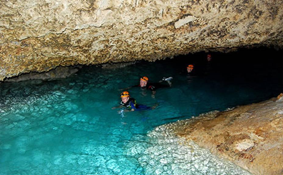 <strong>3. Río Secreto</strong>A flutuação segue o curso do rio subterrâneo que ajudou a moldar uma exuberante caverna. A reserva natural está sob os cuidados de um bem-sucedido projeto de preservação. Tours diários partem de Cancún e de Playa del Carmen
